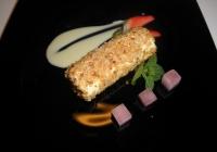 Cannolo-al-prosecco-impanato-in-nocciole-tostate-e-gelatina-di-frutta
