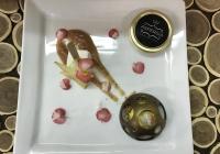 Cupola di cioccolato extra fondente, gelato al mango, Marschmellow agli agrumi e caviale di lumaca Aspersia.