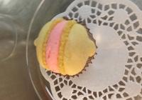 Macarons-al-limone-con-crema-al-burro-alla-rosa