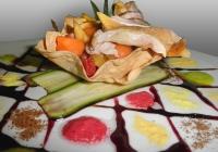 Scaloppata-di-petto-di-faraona-cotto-a-bassa-temperatura-sottovuoto-con-insalata-di-frutta-tropicale